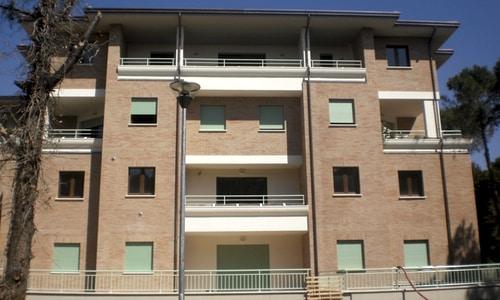 fioriere ad incastro in cemento installate balcone